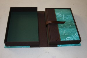 Shanae's Clamshell box detail